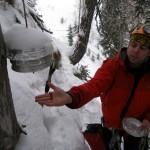 Slika 4: Menjava gumbkov v zaklonu pred jamo.