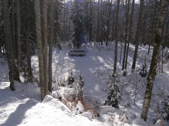 Sneg nama je skoraj onemogočil motoriziran pristop so parkirišča.