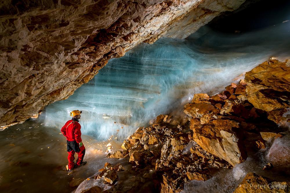 Ivačičeva jama pod Triglavskim domom na Kredarici. Foto: Peter Gedei
