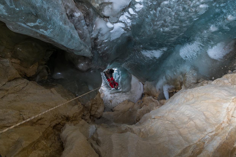 V nižje ležečih breznih led ponekod izpolnjuje skoraj celoten obod.